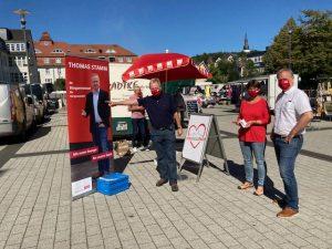 Bürgermeisterkandidat und SPD-Kandidaten auf dem Wochenmarkt